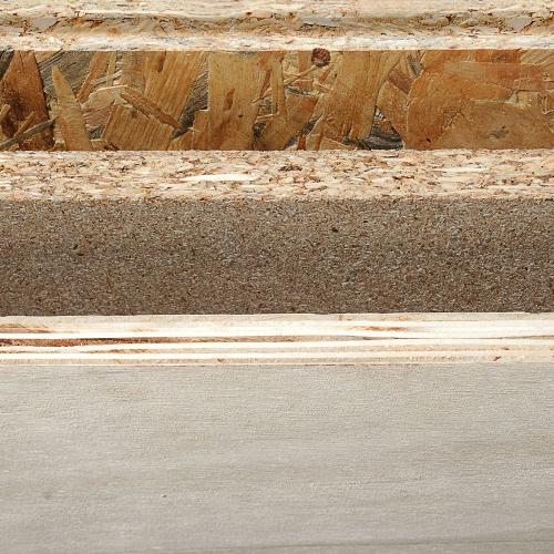 La transformation industrielle du bois en matériau dérivé du bois pour la construction