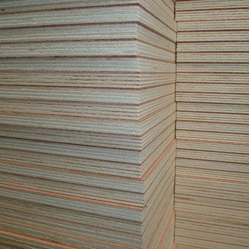 Panneaux à base de bois traités : des matériaux performants et écologiques