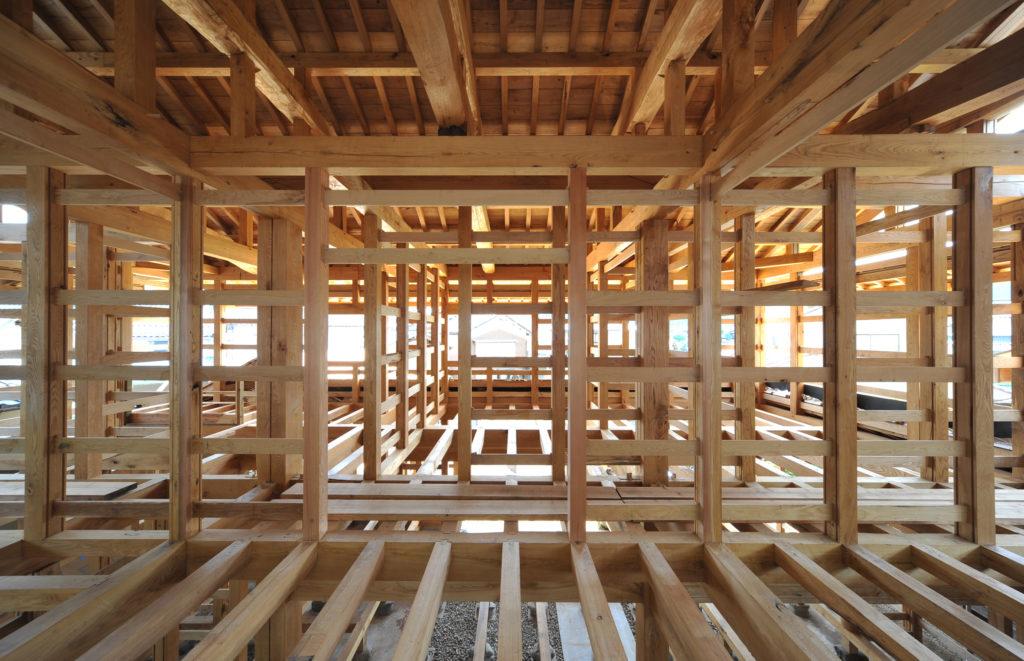 Le charpentier : les métiers du bois. - ossature bois